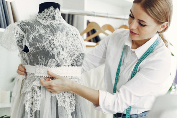 comment bien choisir sa robe dentelle blanche ? | Soirée Blanche
