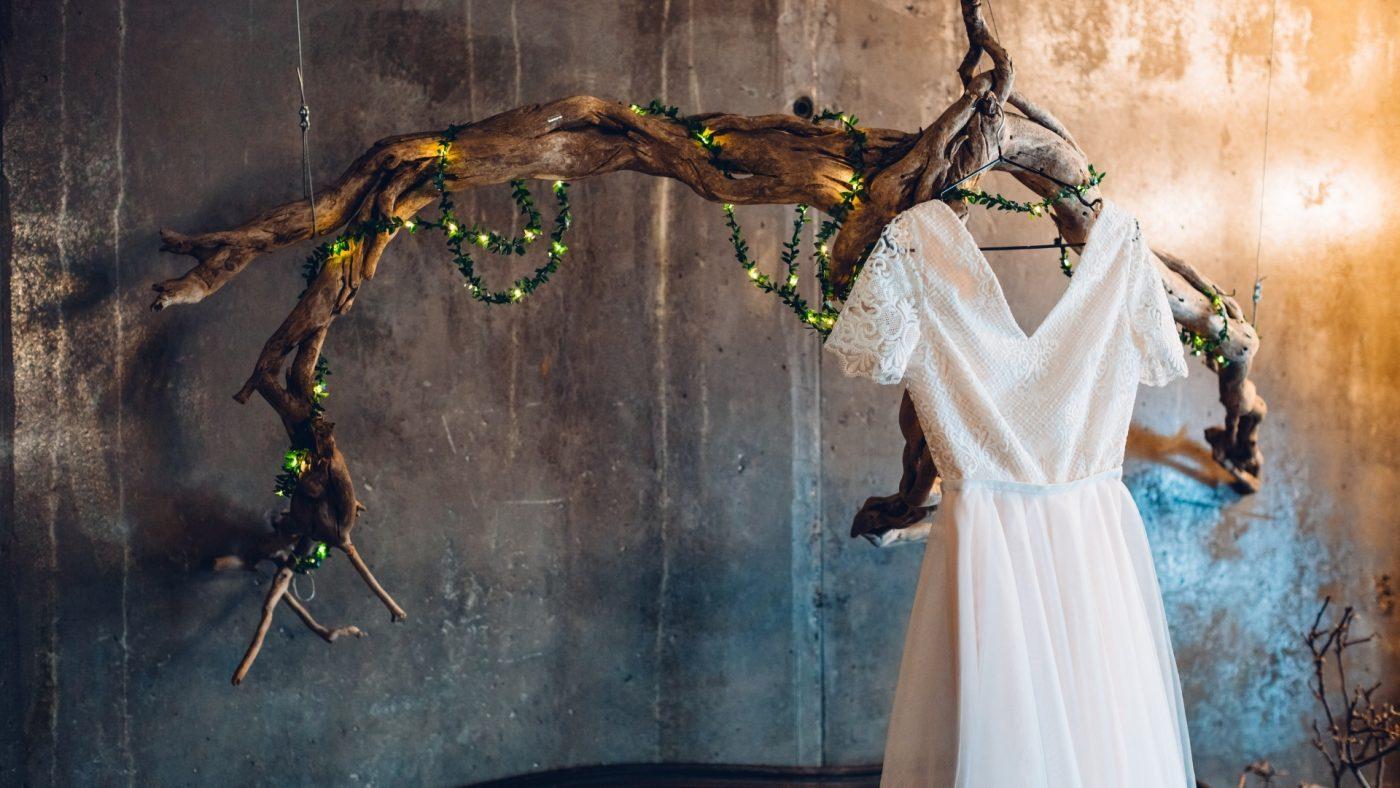 Que faire de sa robe de mariée après le mariage ? 6 astuces 1   Soirée Blanche