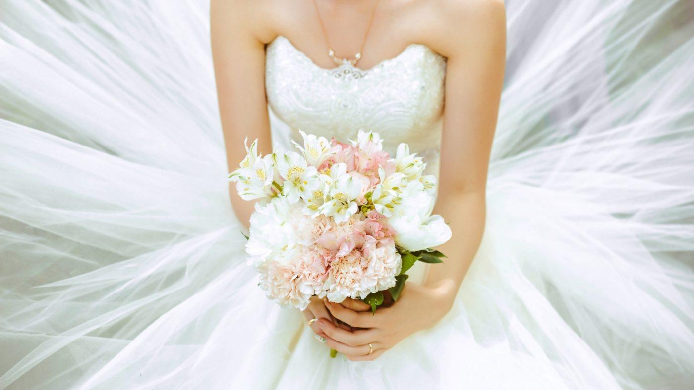 Quelle robe de mariée quand on est petite ? TOP 5 de nos robes préférées ! 3 | Soirée Blanche