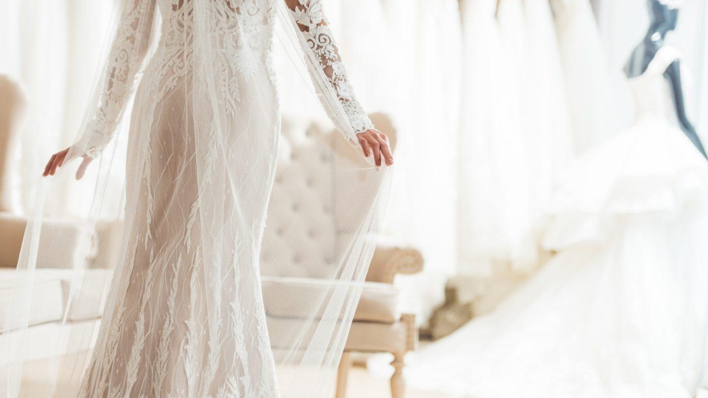 Quelle robe de mariée quand on est petite ? TOP 5 de nos robes préférées ! 2 | Soirée Blanche