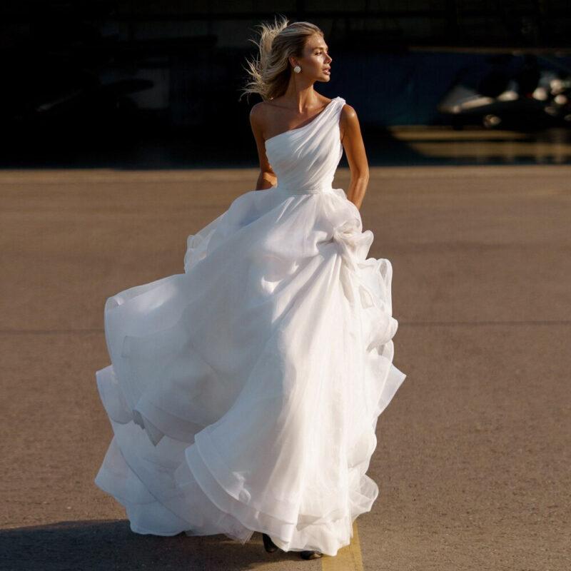Robe De Mariée Princesse Asymétrique A Volants Blanche | Soirée Blanche
